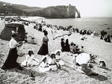 The Beach at Etretat, C.1900 Impressão fotográfica