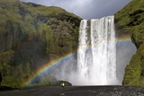 Skogafoss Waterfall with Rainbow in Summer Sunshine, South Coast, Iceland, Polar Regions Reproduction photographique par Peter Barritt