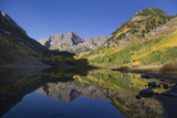 The Scenic Maroon Lake at Dawn in the Maroon Bells-Snowmass Wilderness Reproduction photographique par Scott S. Warren