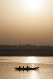 Three People in a Silhouetted Canoe at Twilight Impressão fotográfica por Jonathan Irish
