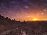 Cloudy Badlands Sunrise Impressão fotográfica por Mike Cavaroc
