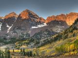 Sunrise at the Maroon-Bells in Colorado's Maroon Bells-Snowmass Wilderness Area Fotografisk trykk av Kyle Hammons