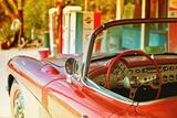 Gammel Chevrolet-cabriolet på Route 66 III Fotografisk tryk af Philippe Hugonnard