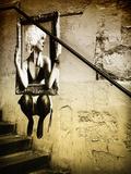 Straatkunst op muur langs trap in Parijs Fotoprint van Philippe Hugonnard