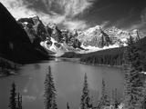 Wenkchemna Peaks Reflected in Moraine Lake, Banff National Park, Alberta, Canada Fotografie-Druck von Adam Jones
