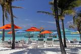 Umbrellas and Shade at Castaway Cay, Bahamas, Caribbean Reproduction photographique par Kymri Wilt