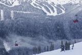 Skiing Gondola, Whistler to Blackcomb, British Columbia, Canada Reproduction photographique par Walter Bibikow