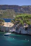 Sailboat, the Calanques, Cassis, Bouches-Du-Rhone, Cote d'Azur, Provence, France Fotografisk trykk av Brian Jannsen