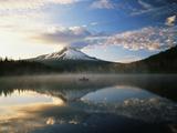 Fisherman, Trillium Lake, Mt Hood National Forest, Mt Hood Wilderness Area, Oregon, USA Fotografisk trykk av Adam Jones