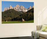 Geisler Mountains, Valley Villnoess, Church St. John in Ranui, Puez-Geisler, Italy Plakater af Martin Zwick