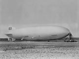 German Airship Hindenburg Moored at Lakehurst New Jersey, Ca. 1933-1937 15-1418M Foto