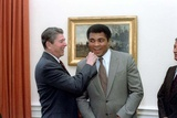 President Reagan 'Punching' Muhammad Ali in the Oval Office, Jan. 24, 1983 Foto