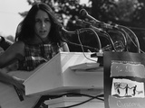 Joan Baez Singing at the 1963 Civil Rights March on Washington Foto