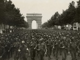 WW2 American Soldiers Marching During the Liberation of Paris, Aug. 26, 1944 Foto