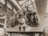 Businessmen Pose on a Giant Westinghouse Electrical Generator, 1918 Photographie