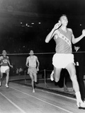 Olympic Champion, Billy Mills, Wins the Three-Mile Run Madison Square Garden, 1965 Foto
