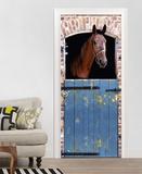 Braunes Pferd im Stall Fototapete Türposter Wandgemälde