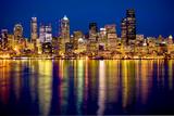 Seattle Skyline At Night 写真プリント : ティム・トンプソン