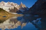 Adela and Cerro Torre Massifs Reflected in the Laguna Torre At Dawn Reproduction photographique par Beth Wald