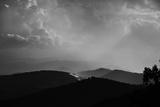Sunlight Through the Clouds Over the Blue Ridge Mountains Reproduction photographique par Amy & Al White & Petteway