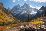 A High Canyon in Fall Foliage and Early Snow, and Snow Covered Peaks Fotografisk tryk af Greg Winston