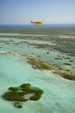 A PA18 Super Cub Floatplane Explores the Beaches of Conception Island Reproduction photographique par Jad Davenport