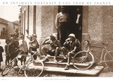 Pauze, foto van pauzerende wielrenners met Engelse tekst: Intimate Portait of the Tour de France Posters van  Presse 'E Sports