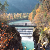People on a Bridge Over the River Lech and Lechfall, a Man Made Fall Reproduction photographique par Alex Saberi