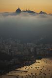 Christ the Redeemer Statue Above Rio De Janeiro at Sunset Impressão fotográfica por Alex Saberi