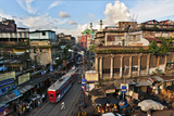 Kolkata's Thoroughfare, Chitpur Road, Winds Through the City Center Impressão fotográfica por Steve Raymer