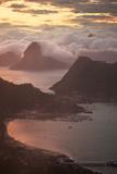 Rio De Janeiro at Sunset with Sugar Loaf and Christ the Redeemer From Niteroi Impressão fotográfica por Alex Saberi