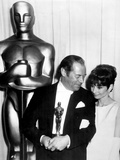 "37th Annual Academy Award, 1964. Audrey Hepburn With Rex Harrison for ""My Fair Lady"" Stampa fotografica"