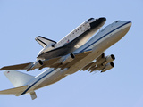 Space Shuttle Endeavour Mounted On a Modified Boeing 747 Shuttle Carrier Aircraft Stampa fotografica di Stocktrek Images