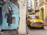 Taxi and Street Scene, Kolkata (Calcutta), West Bengal, India Stampa fotografica di Peter Adams