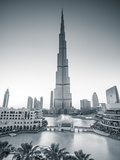Burj Khalifa (World's Tallest Building), Downtown, Dubai, United Arab Emirates Fotografisk tryk af Jon Arnold
