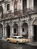 Classic American Car (Chevrolet), Paseo Del Prado, Havana, Cuba Fotografie-Druck von Jon Arnold