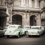 Classic American Cars in Front of the Gran Teatro, Parque Central, Havana, Cuba Fotoprint van Jon Arnold