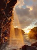 USA, Hawaii, Kauai, Queen's Bath and Waterfall Fotografisk trykk av Michele Falzone