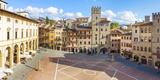 Piazza Grande, Arezzo, Val Di Chiana, Arezzo District, Tuscany, Italy Fotografie-Druck von Peter Adams