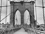 Pedestrian Walkway on the Brooklyn Bridge Metalltrykk av  Bettmann