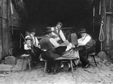 Alsatian Family Sitting at a Table in a Barn at Mietesheim, c.1900 Reproduction photographique par  French Photographer