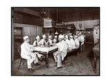 Chefs Eating Lunch at Sherry's Restaurant, New York, 1902 Giclee-trykk av  Byron Company