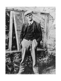 James Joyce in the Garden of His Friend Constantine Curran in Dublin, 1904 Fotografisk trykk av  Irish Photographer
