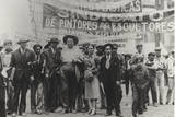 Diego Rivera and Frida Kahlo in the May Day Parade, Mexico City, 1st May 1929 Stretched Canvas Print by Tina Modotti