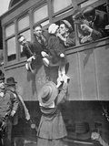 Us Army Recruits Bid Farewell to Family before the Train Journey to Training Camp, 1917 Fotografisk tryk af  American Photographer