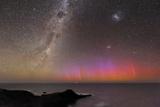 Aurora Australis And Milky Way Fotografie-Druck von Alex Cherney