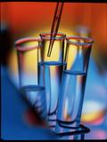 Pipette Places a Solution In a Test Tube Fotografisk tryk af Tek Image