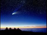 Mauna Kea Observatory & Comet Hale-Bopp 写真プリント : デイヴィッド・ヌヌク