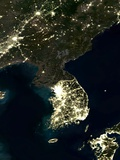 Korea At Night, Satellite Image Fotografie-Druck von  PLANETOBSERVER