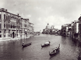 View of the Grand Canal with Gondolas Lámina fotográfica